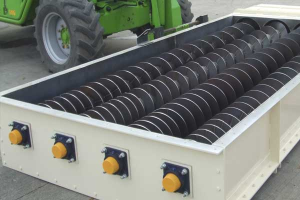 Quad screw conveyor