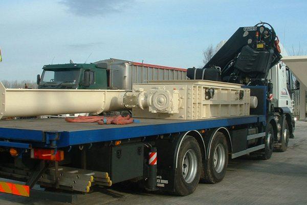 Quad screw conveyor